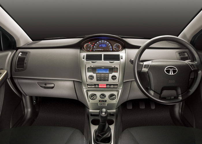 A six-speaker 2-DIN music system with steering mounted controls